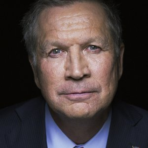 Kasich Tilts at Windmills img01